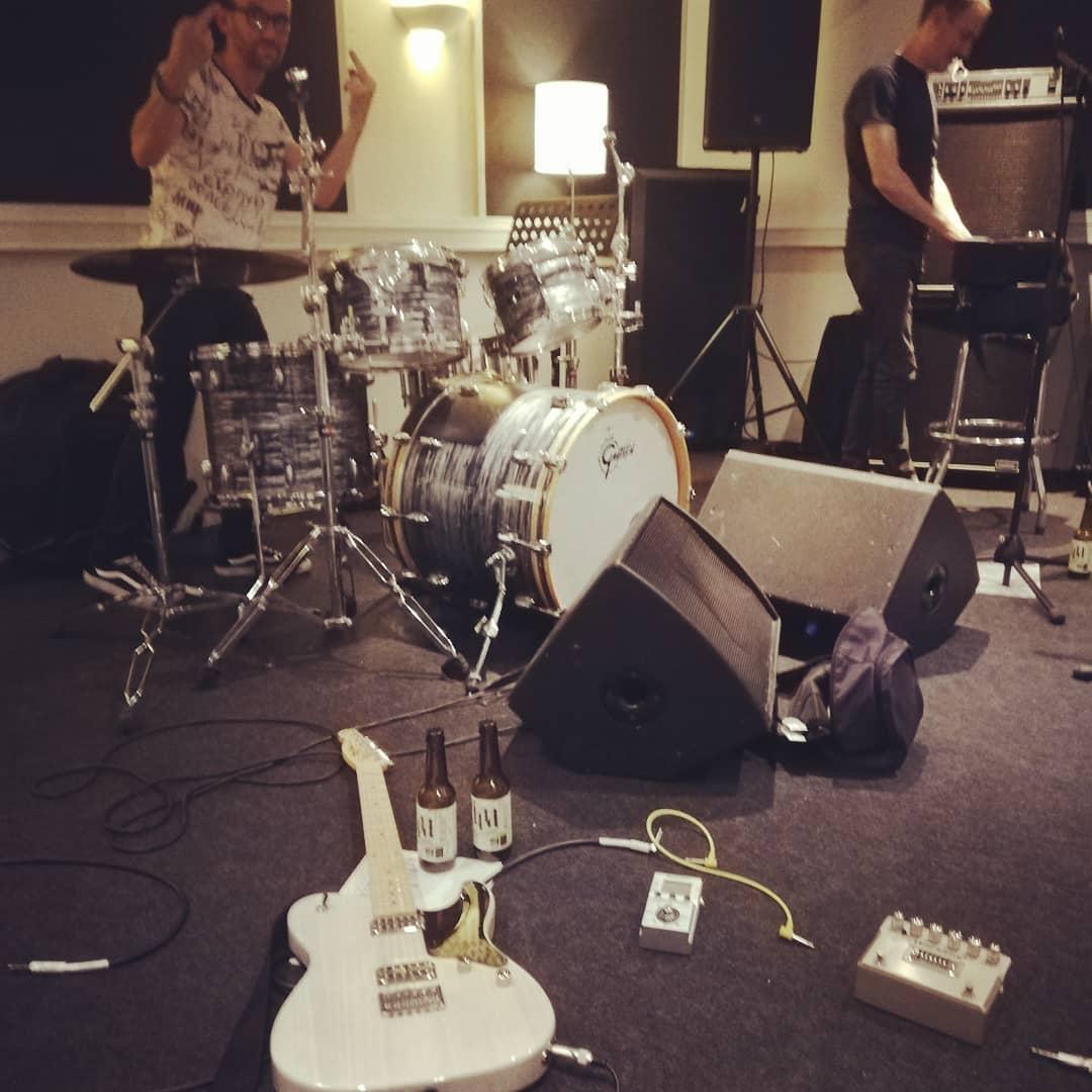 J-2 we're ready @teddybeermusic @fetemusique @coverband @beer @guitar @rock